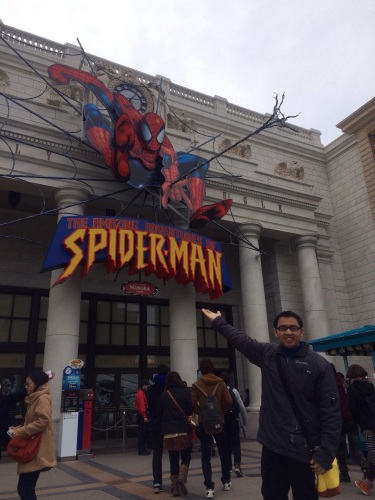 Foto di depan atraksi Spiderman USJ